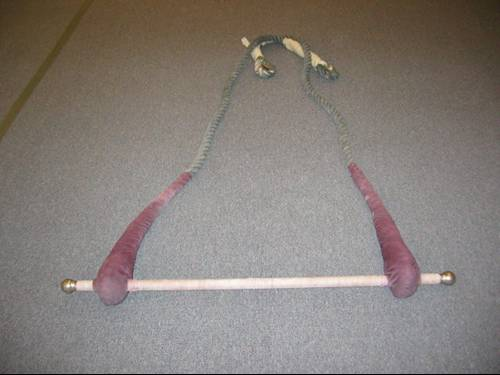 Double trapeze with decorative balls and cable core